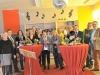 Musikraum in der Grundschule Brochterbeck: Trommeln unter der Discokugel