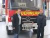 Kennzeichenmontage mit Löschzugführer Maik Helmig am neuen LF10